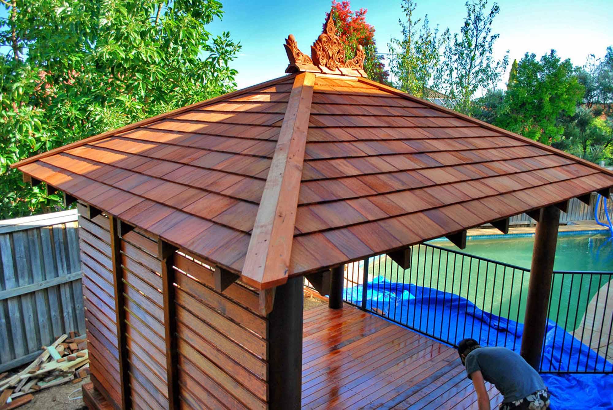 06-western-red-cedar-roof-complete